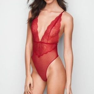 Victoria's Secret Very Sexy Chantilly Lace Plunge